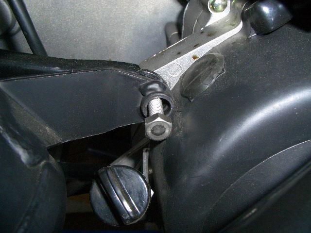 マフラー取付ボルト交換 四輪バギー/ トライク